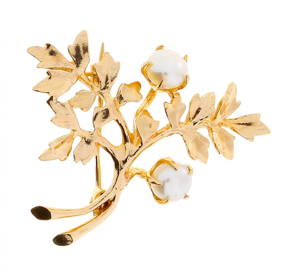 Female gold brooch with pearls