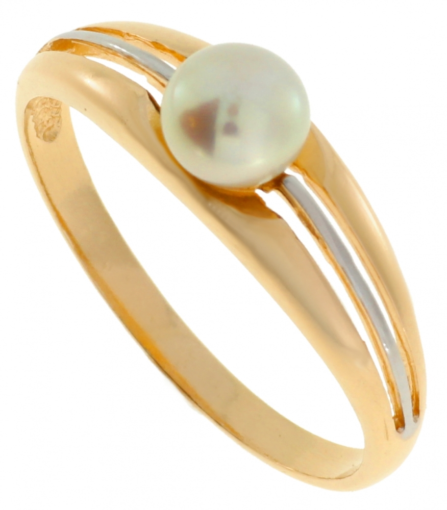 Gold ring with pearl.