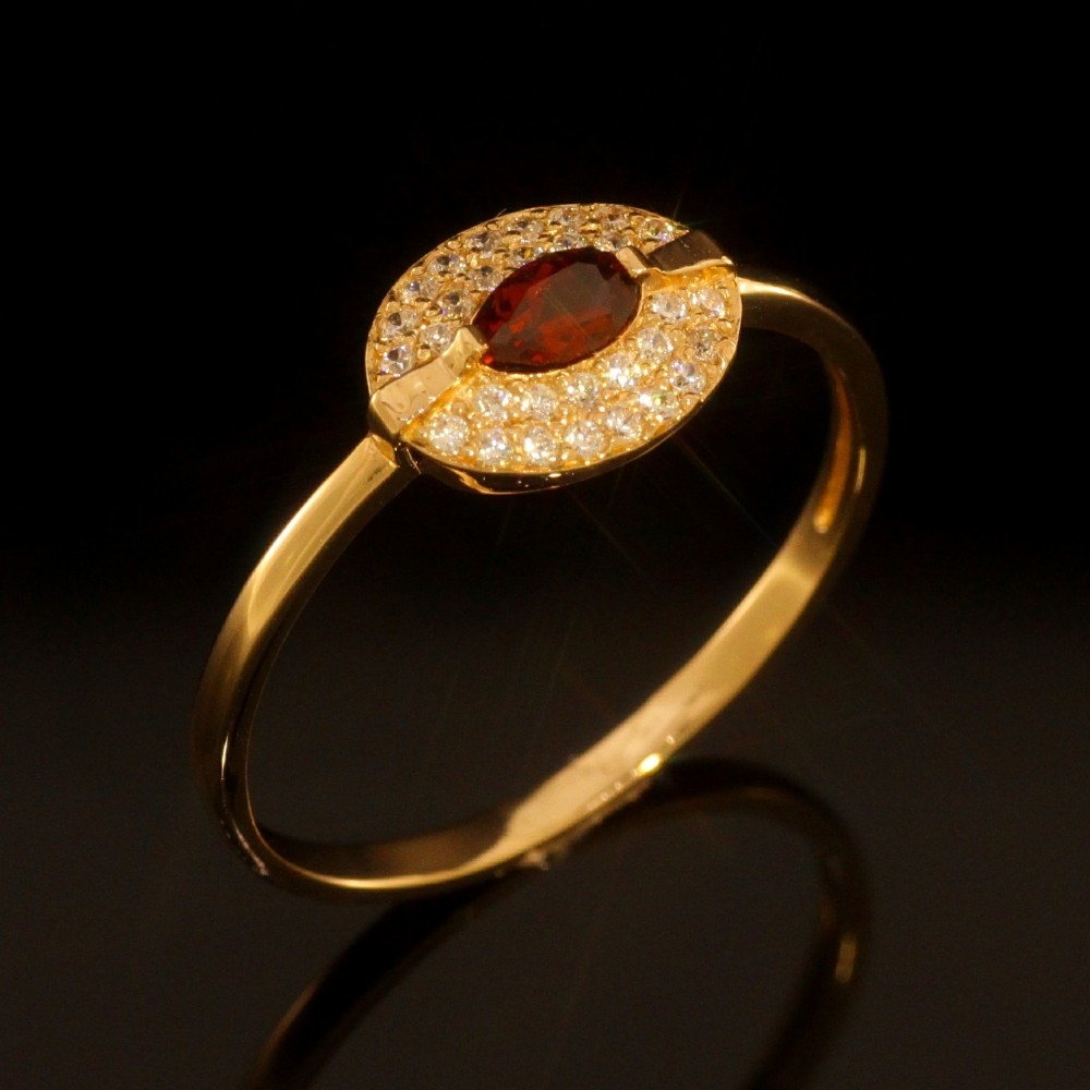 Gold ring with garnet and zircons.