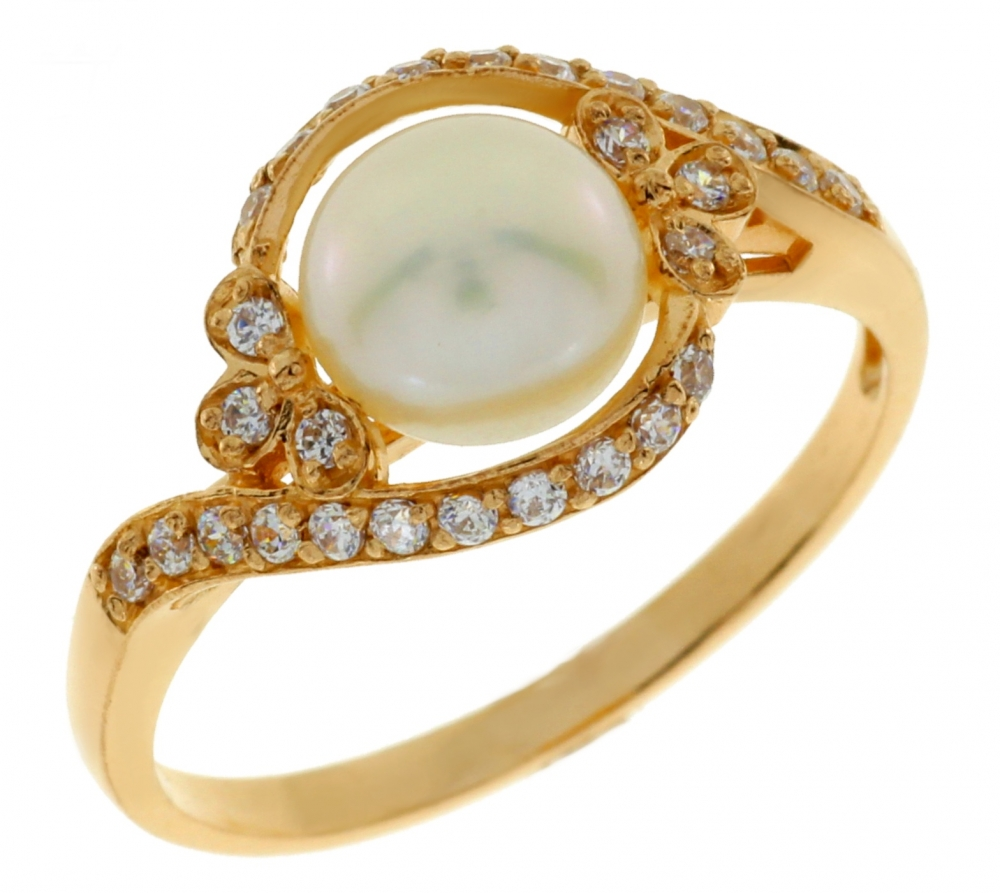 Ladies gold ring with pearl and zirconium.