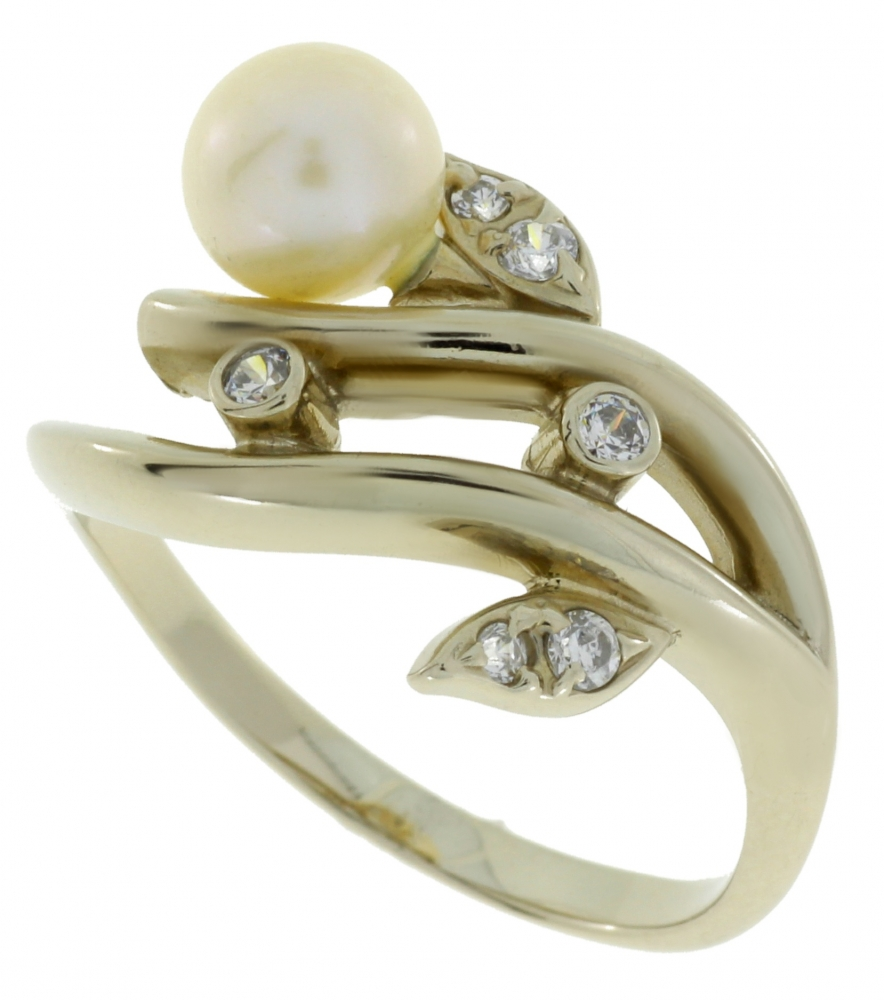 White gold ladies ring with pearl and zircons.